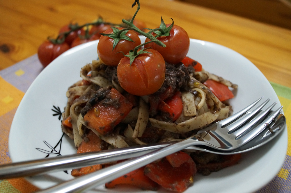 Roasted Red Pepper & Cherry Tomato Tagliatelle with mushroom and olive ...