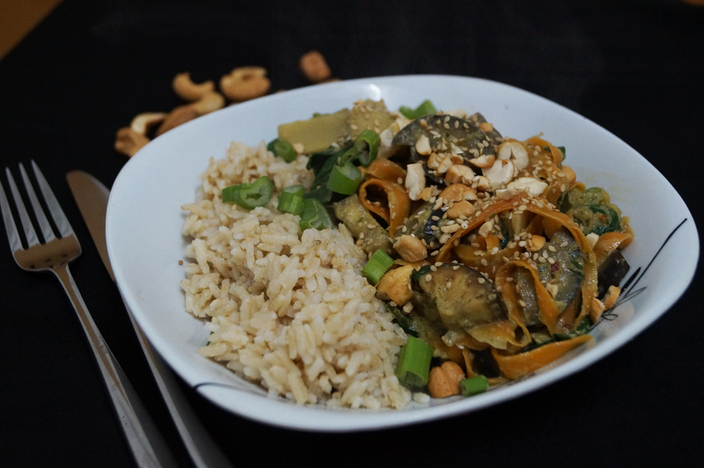 vegetable thai curry with cashew and sesame seeds