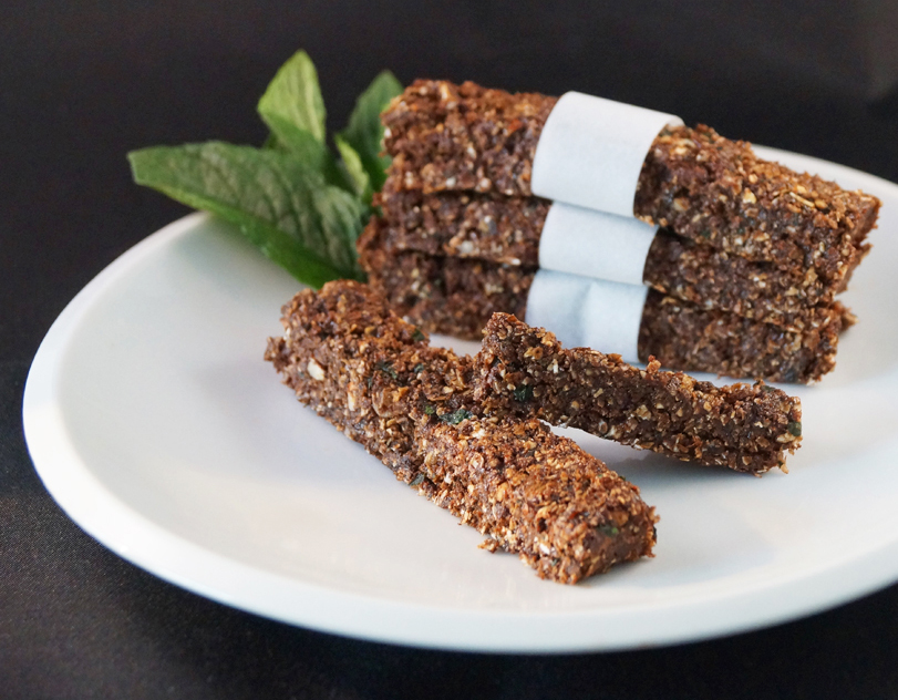 raw mint choc oat bar