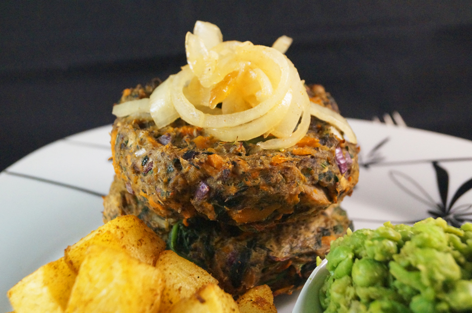 mushroom & spinach burger with spicy potato cubes