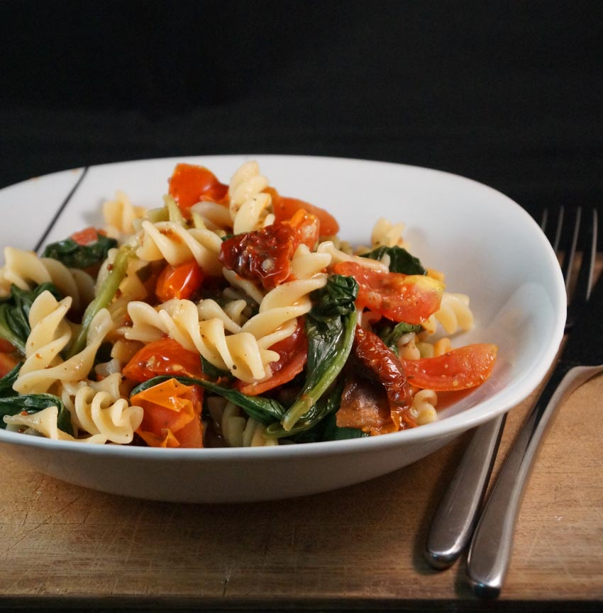 Spicy Cherry Tomato & Spinach Pasta Dish